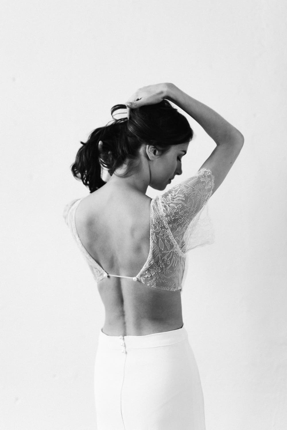 Photo noir et blanc de robe de mariée KANDISNKY collection 2018