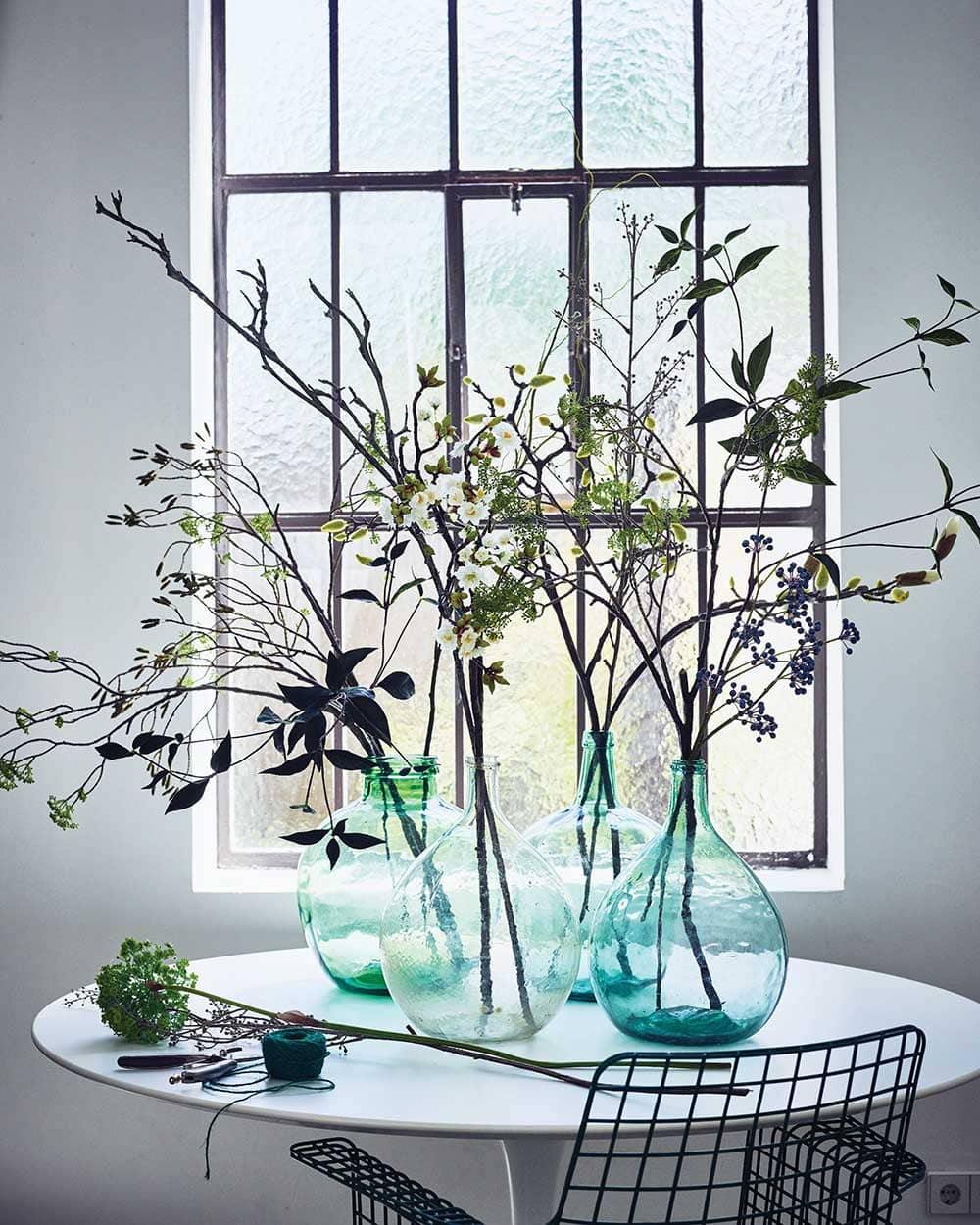 Association de jarres Dame Jeanne translucides avec branches - Decorazine.fr